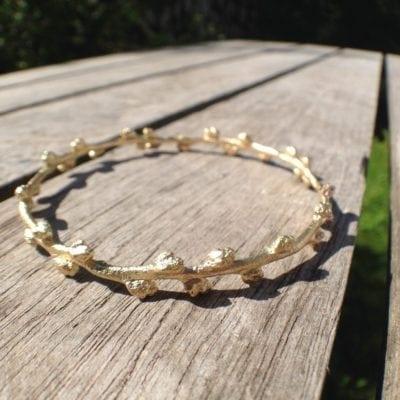 Havtorn armring i 14k guld - lavet af Nynne Kegel - Loenstrup Smykke Design