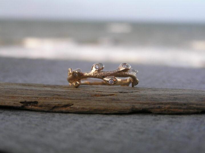 Havtorn ringe i guld med brillanter - lavet af Nynne Kegel - Loenstrup Smykke Design