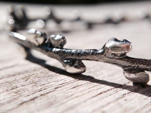 Havtorn armring i oxyderet sølv - lavet af Nynne Kegel - Loenstrup Smykke Design