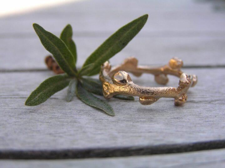 Havtorn ring i 14k guld - lavet af Nynne Kegel - Loenstrup Smykke Design