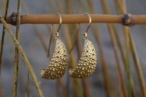 Søpindsvin øreringe i 14k guld - lavet af Nynne Kegel - Loenstrup Smykke Design