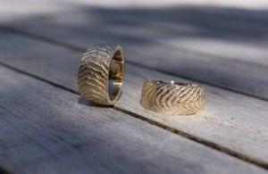 Tidevand ringe i guld - lavet af Nynne Kegel - Loenstrup Smykke Design