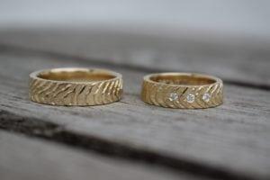 Tidevand vielsesringe i guld - lavet af Nynne Kegel - Loenstrup Smykke Design