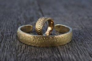Tidevand ring og armring i 14k guld - Lavet af Loenstrup Smykke Design